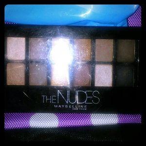 Nude Maybelline eye shadow